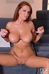 Sheila Grant toy fucks herself