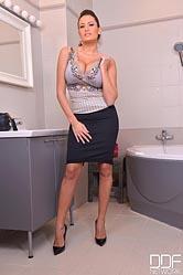 Sensual Bathroom Show - Hot Busty Babe Masturbates in Bathtub